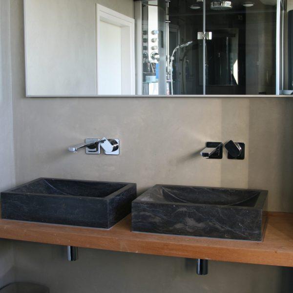 wasbak en spiegel